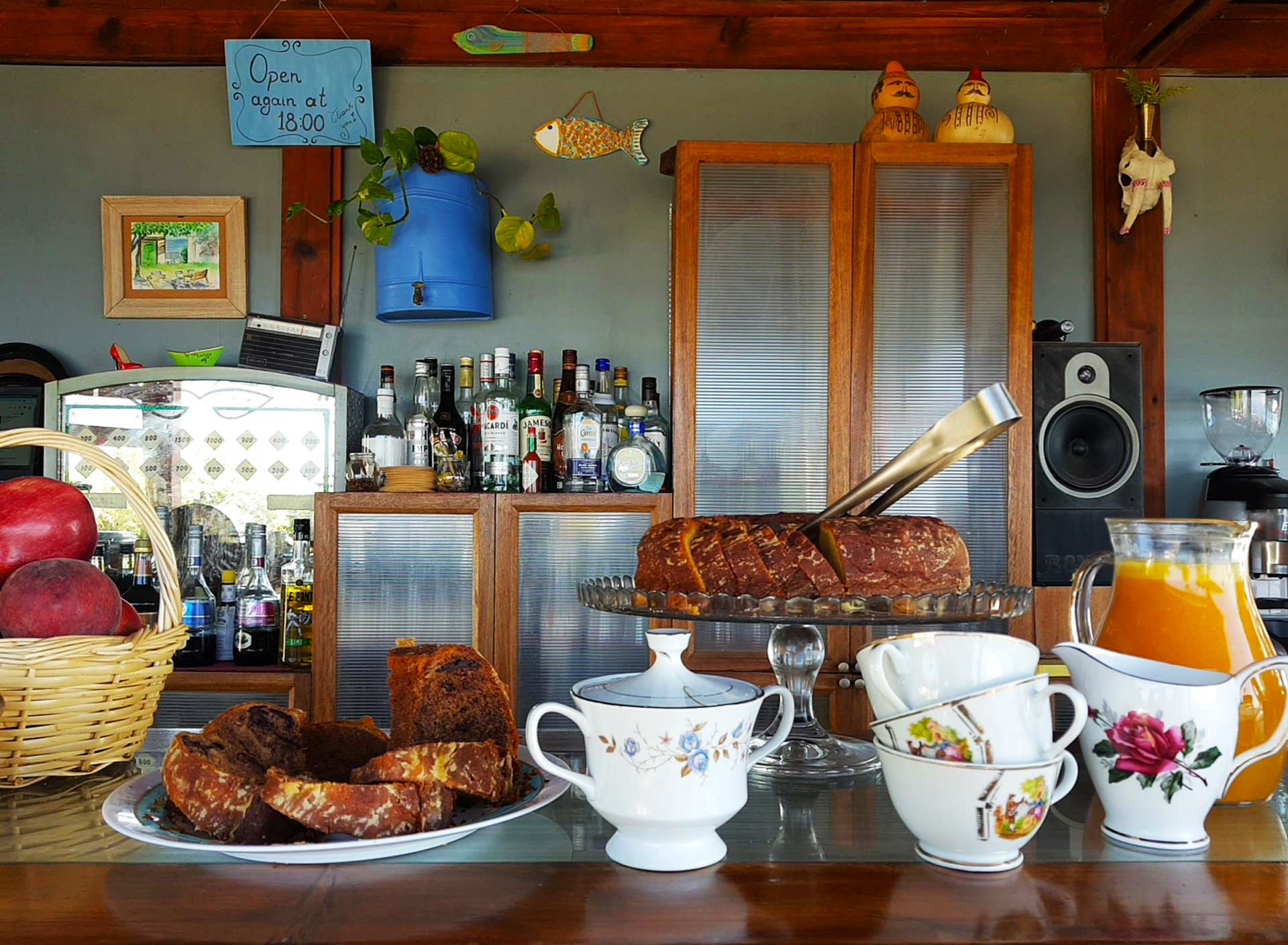 Cicero's bar Kampos Marathokampos breakfast
